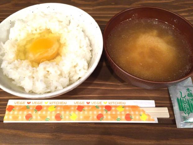 深夜食堂「豚汁定食」(豚汁と卵かけご飯、500円)